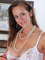 Older mature women spreading