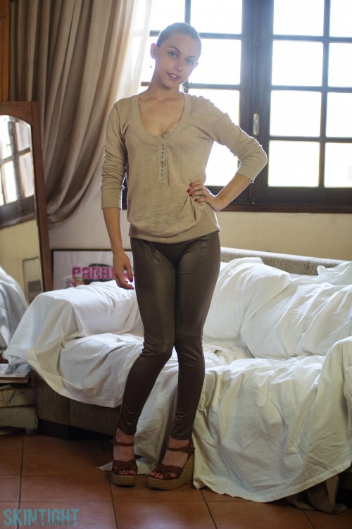 galleries skintightglamour galleries photos chloe-toy-grey-leggings 2412290