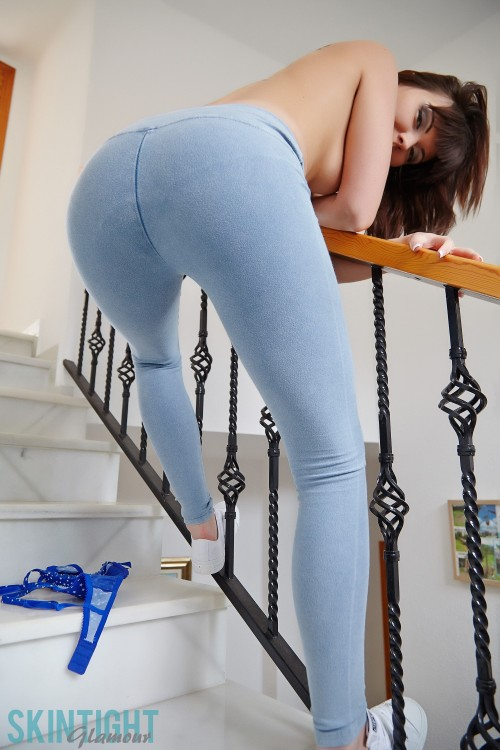 http://galleries.skintightglamour.com/galleries/photos/helen-stairs/