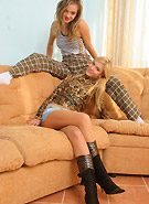 http://galleries2.petiteteenager.com/1/kristinafeycouchkiss/