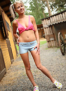 http://galleries5.ptclassic.com/3/pinky-june-dildo-on-the-ranch/