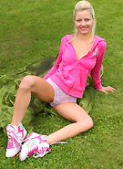 http://galleries5.ptclassic.com/3/pinky-june-shows-pink-outside/