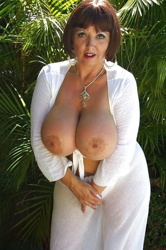 грудь дамы фото