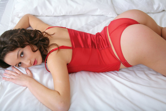 russiasexygirls 198930 beautiful-curly-babe-takes-off-red-underwear-in-bed