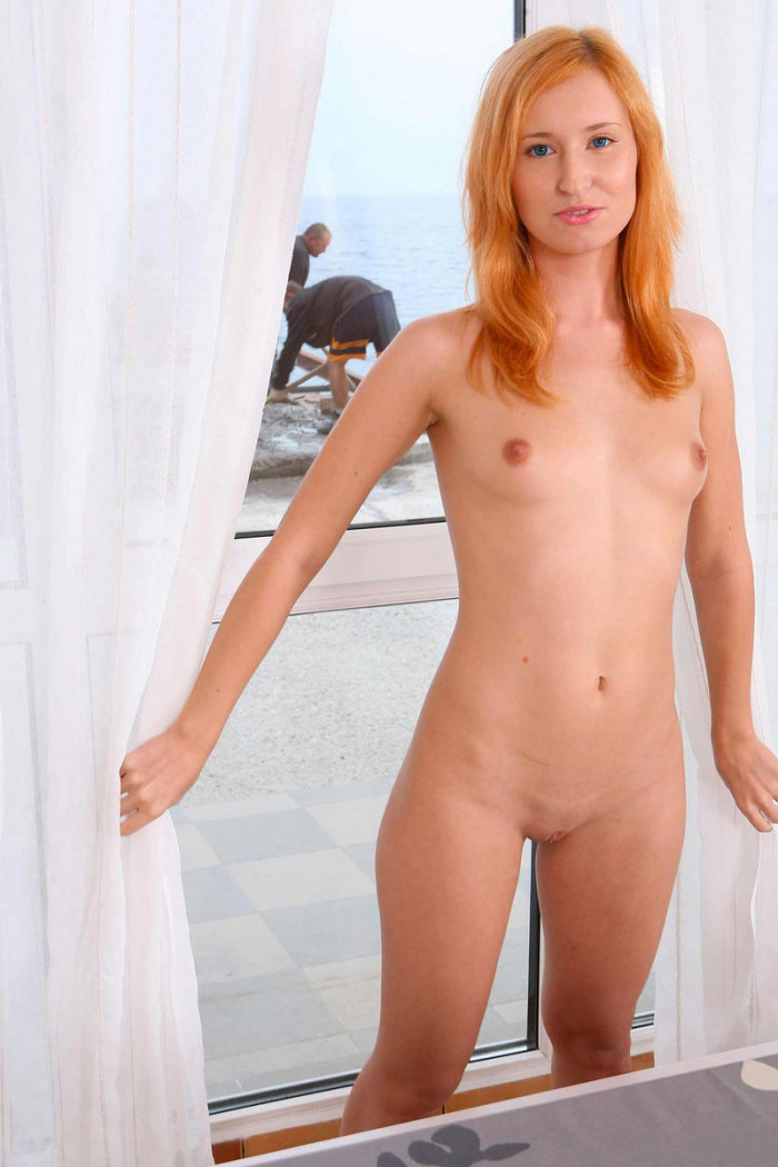 russiasexygirls 214166 redhead-margarita-s-posing-for-workers-through-the-window