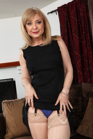 http://galleries.naughtyamerica.com/gallery/us/23/2585/13853/unified_picture/nina_hartley4/?nats=Njk2Ny40LjUuNS4wLjEwMjYyMTUuMC4wLjA