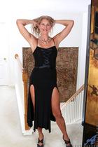 http://anilos.com/galleries/zoe_marks/3v_sexy-mature/photos/