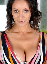 http://galleries.anilos.com/samples/persia_monir/nn/brunette_mature/?id=10156%26e=1%26l=1%26t=1%26n=1