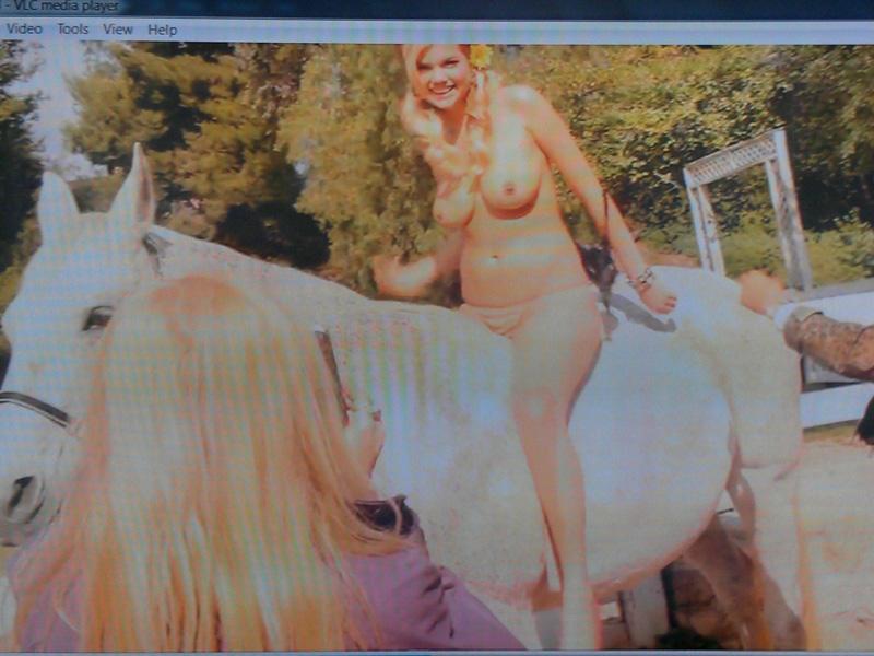 peachyforum forums storage 71 1230871 Kate-Upton-Topless-on-a-Horse-Uncensored jpg