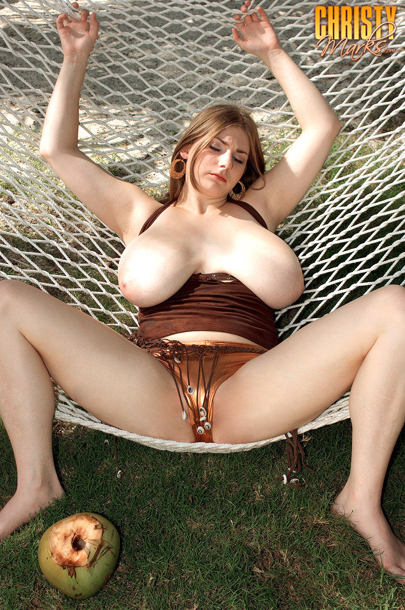 pic freeporn hu christy_marks_hooters_in_a_hammock 06 jpg