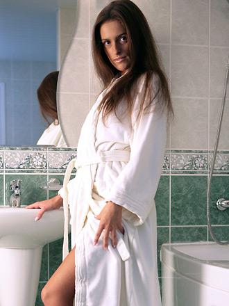 http://promo.averotica.com/gals/20080505-257-jaqueline/