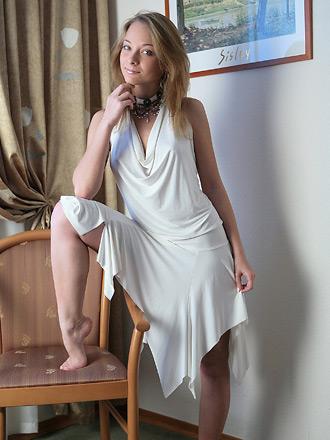 http://promo.averotica.com/gals/20080630-313-olivia/