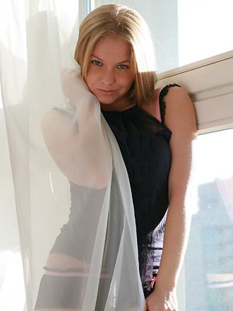 http://promo.averotica.com/gals/20080916-377-cleo/