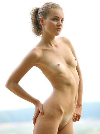 http://promo.averotica.com/gals/20100226-660-jolly/