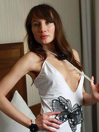 http://promo.averotica.com/gals/20110420-1328-audrey/