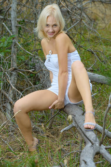http://fhg.eroticbeauty.com/2015-06-30/THE_PICNIC_1/