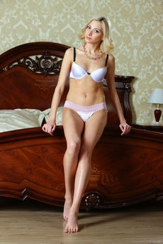http://fhg.stunning18.com/2015-11-23/BED_TIME/