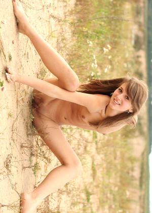 http://sexhd.pics/gallery/metart/inna-c/friday-outdoor-thigh-gap/