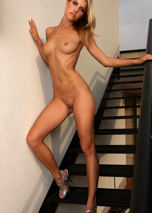 sexhd pics gallery watch4beauty iveta-b july-blonde-mobile
