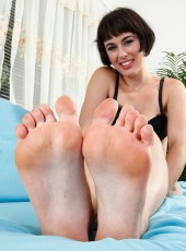 Olive gives a footjob and squeezes cum from her pussy