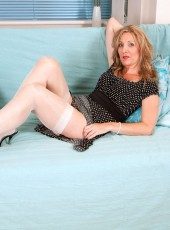 thehairylady blog hot-mature-housewife-spreads-her-legs