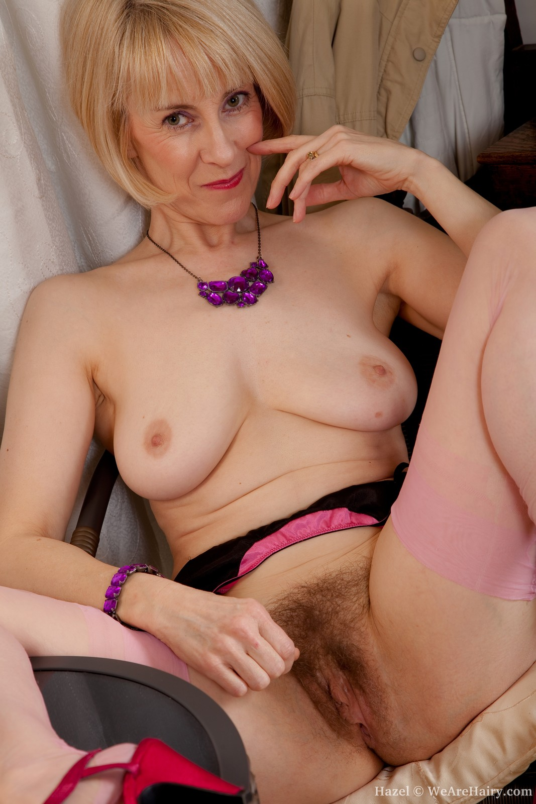 thehairylady blog busty-mom-shows-hairy-pussy