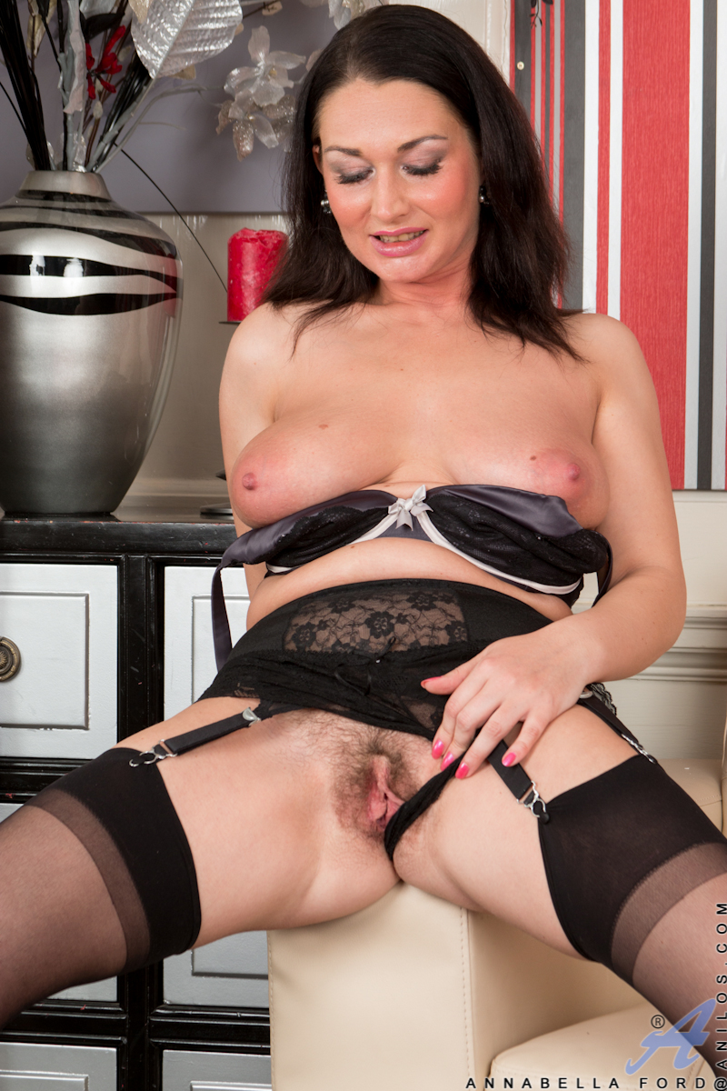 thehairylady blog milf-annabella-ford-in-heels-and-stockings