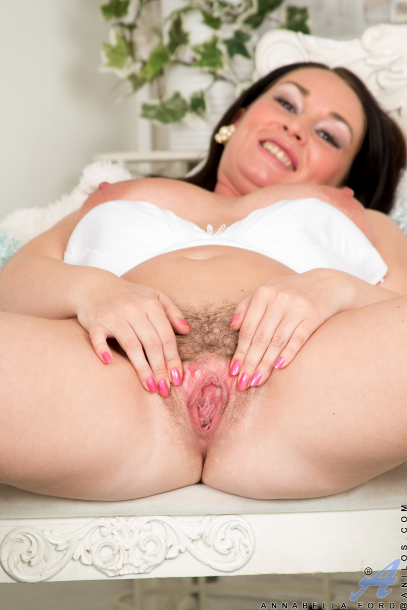 thehairylady blog big-tits-cougar-annabella-ford