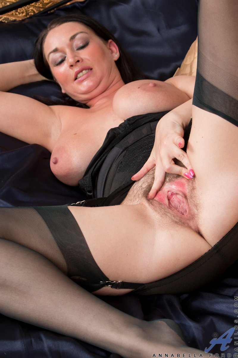 thehairylady blog mommy-annabella-ford-in-hot-lingerie