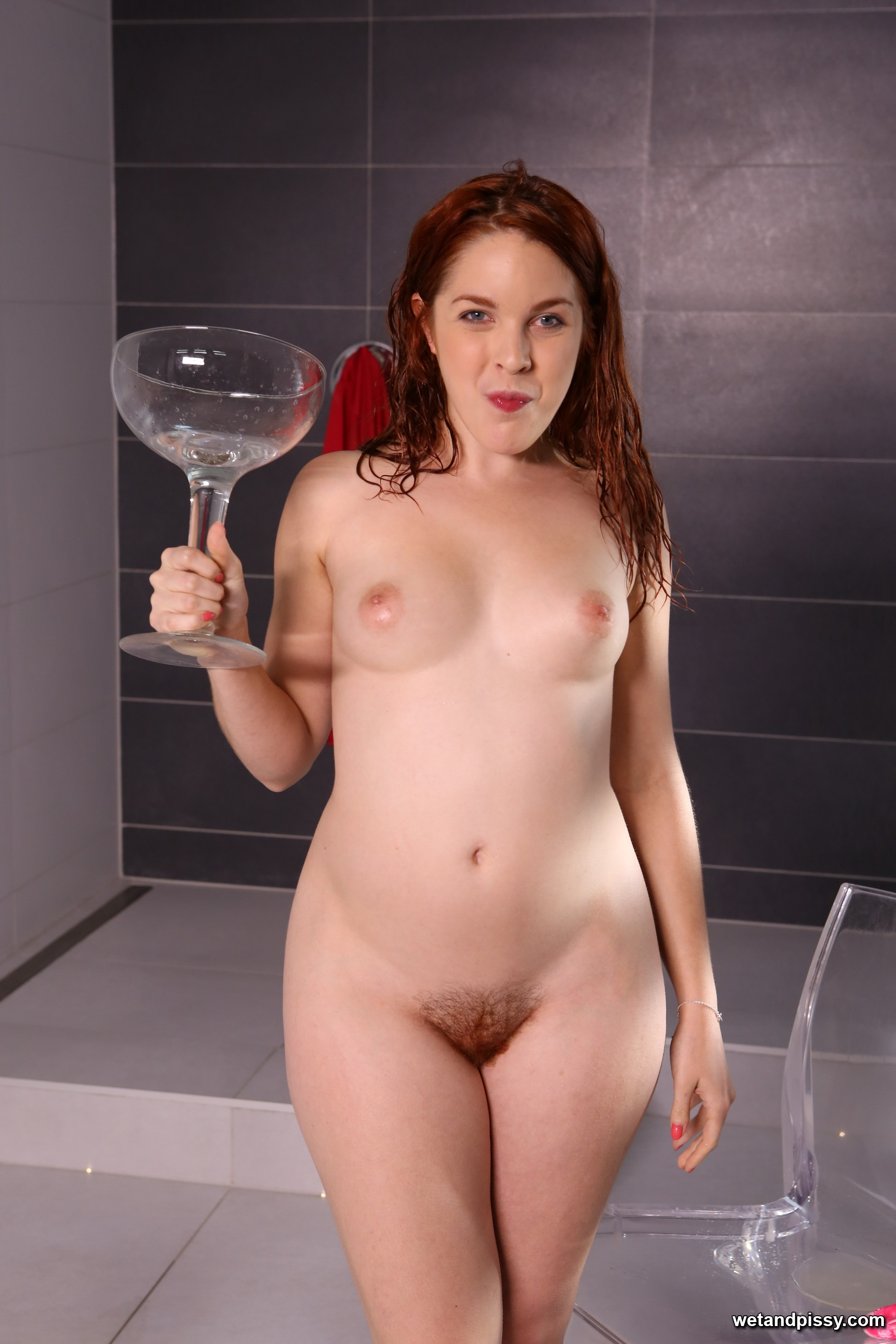 thehairylady blog amarna-miller-drinks-her-own-golden-pee