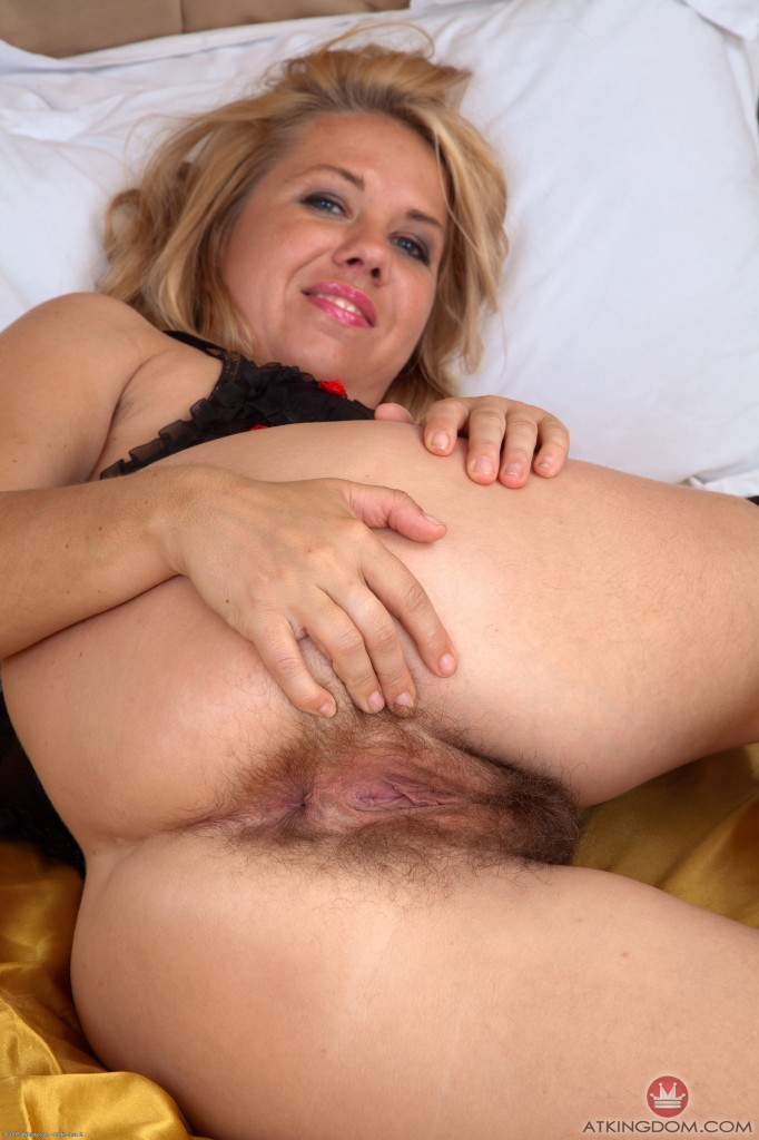 thehairylady blog hairy-milf-elle-macqueen