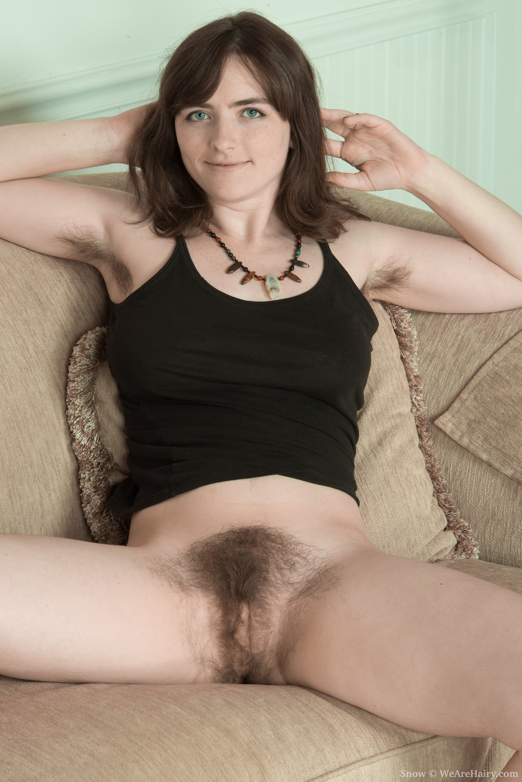 thehairylady blog girl-shows-off-hairy-pits