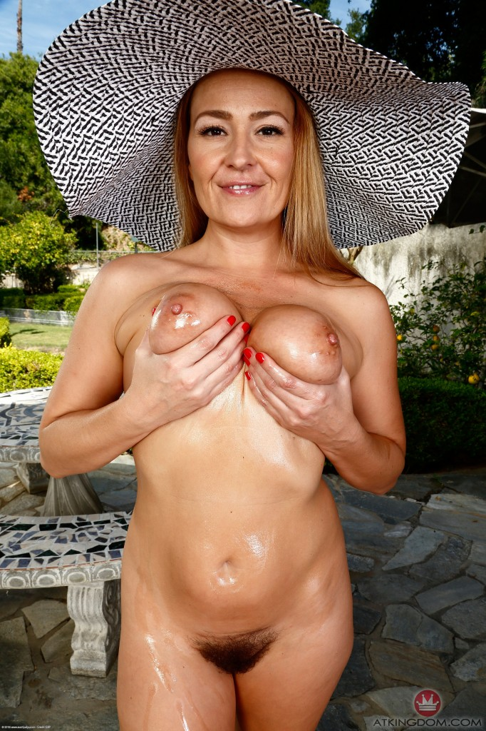 thehairylady blog busty-mature-outdoor