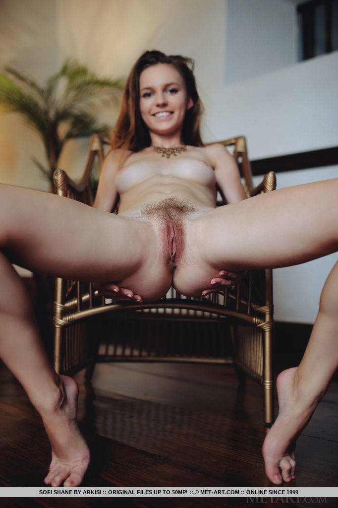 thehairylady blog sofi-shane-exposing-hairy-pussy