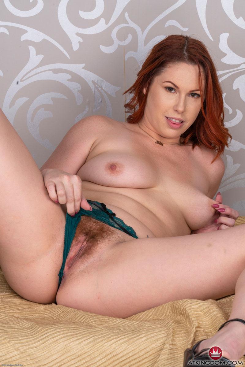 Nicolle Blair  nackt