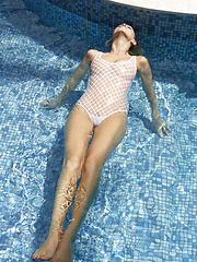 mpxgirls pics 8906 hot-girls-playing-in-the-pool