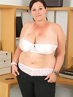 http://v2.angel-porns.com/pics/milfs/auntjudys/3261-sn/index.html