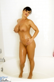 http://www.thelisaann.com/freephotos/images/123/Lisa_Ann_sqeaky/Lisa_Ann_.php?nats=d4ngerbenj:lapps25:tla