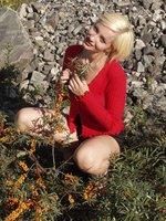 thumbsurprise gals etn cute-blonde-amateur-outside etnbrdts