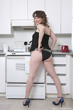 http://www.wearehairyfree.com/models/Misty/Mature_Misty_gets_naked_in_the_kitchen.html