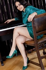wearehairyfree models Riani Erotic_piano_lessons_with_hairy_girl_Riani