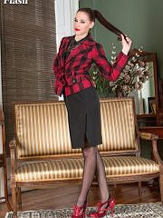 http://worldoffetish.com/solo-nylon-models/vintage-flash/becky-perry-sofa/freeones.html