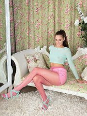 http://worldoffetish.com/solo-nylon-models/pantyhosed4u/becky-perry-pink/freeones.html