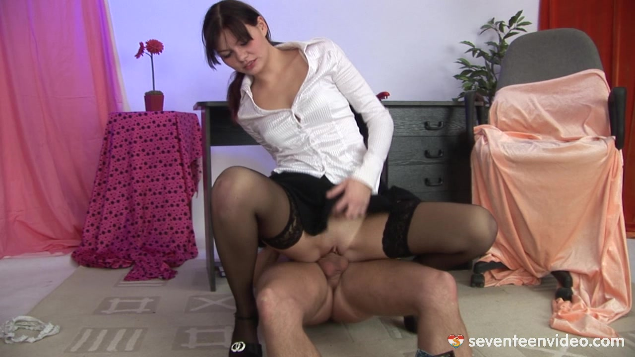 http://youx.xxx/videos/video11820/elvira-b-boobs/