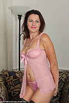 http://www.allover30free.com/mature/JoanaJakes/Vz9OAl/EL/
