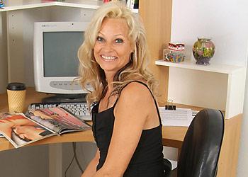 http://www.ao30free.com/gals4/reganbc/mature40.html