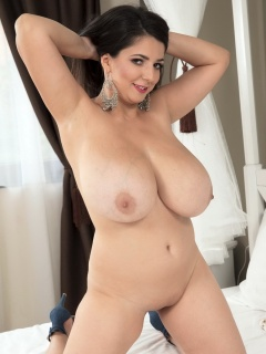 boobpedia boobs Lara_Jones