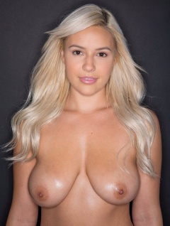boobpedia boobs Bonnie_Kinz