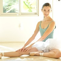 http://www.brdteengal.com/galleries/ftvgirls/claire-professional-ballerina/#.Uiw9y3_8UcY