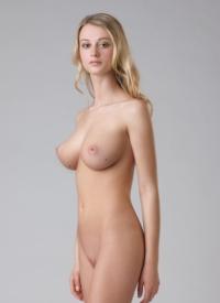 http://www.cherrynudes.com/carisha-gorgeous/